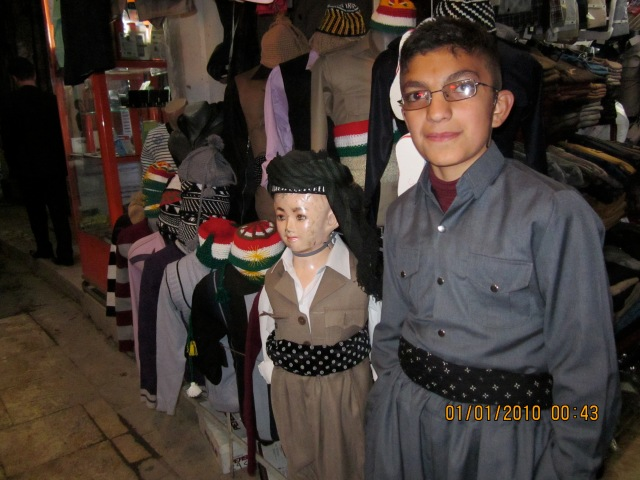 He stopped by the mannequin, posed and nodded.